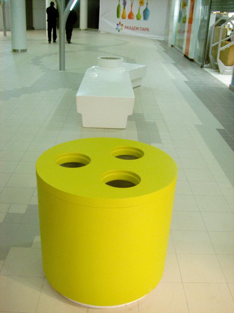 скамья с цветочницей и урна для торгового комплекса
